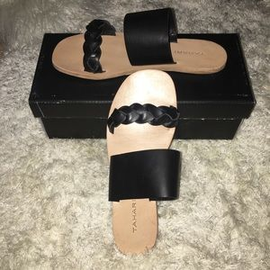 Tahari black naviah leather sandals sz 8